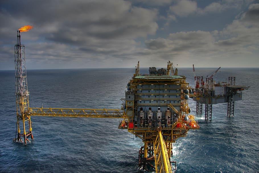 oil rig at sea PFP